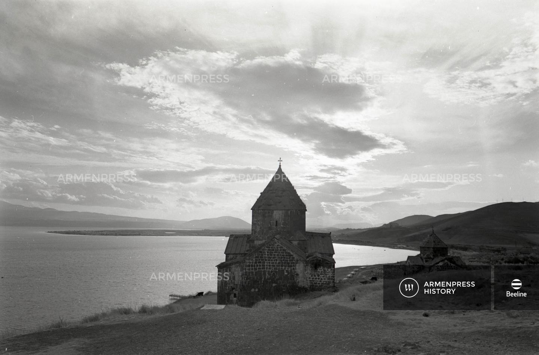 Սևանա լճի երկու եկեղեցիները