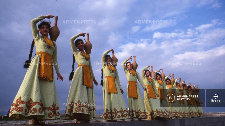 «Լենտեքստիլ» գործարանի կանանց պարի անսամբլը