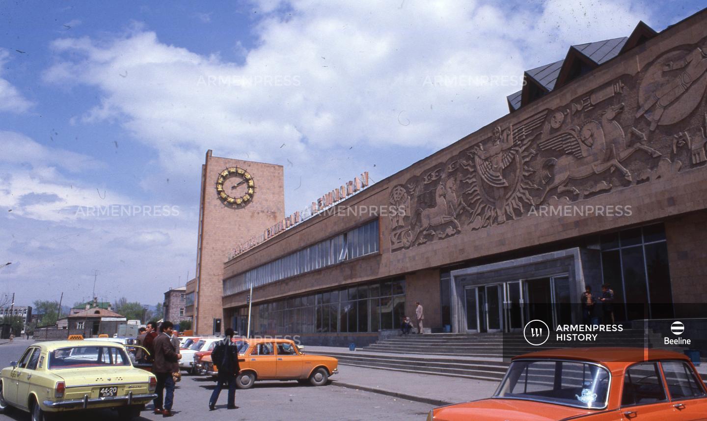 Լենինականի երկաթուղային կայարան