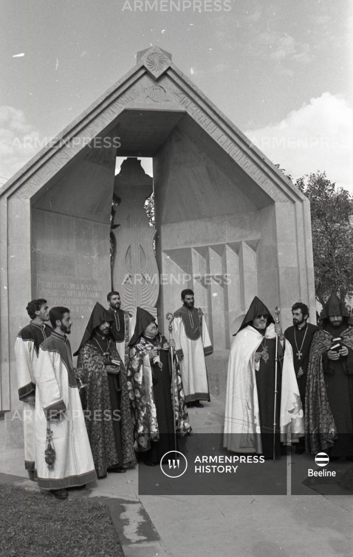 Ամենայն հայոց բանաստեղծ Հովհաննես Թումանյանի սիրտը հողին հանձնեցին Դսեղում