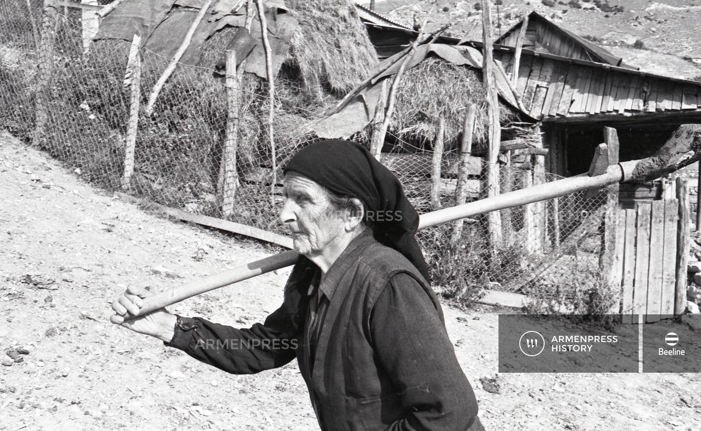 Գյուլիստան գյուղի ծեր բնակչուհին