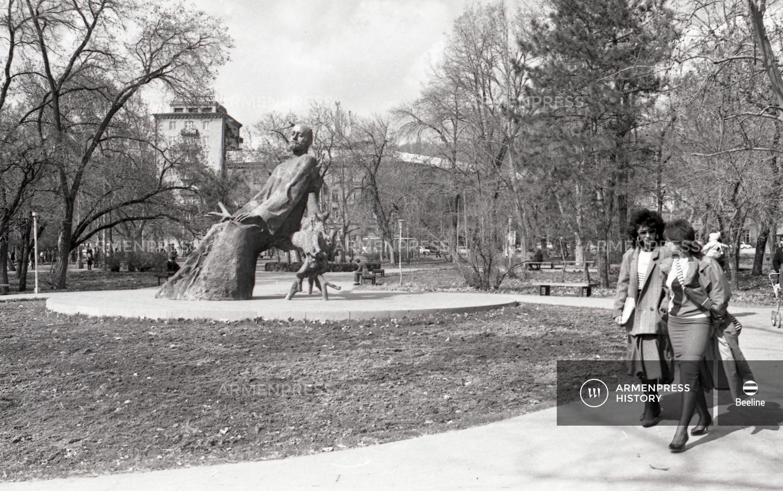 Կոմիտասի հուշարձանը Երևանում