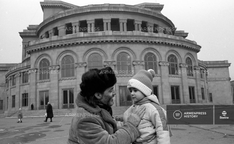 Բալետմայստեր Մաքսիմ Մարտիրոսյանն իր թոռնիկի հետ